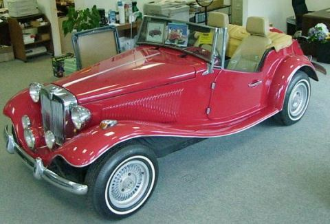 photo of Gloria Estefan 1952 MG TD Replica - car